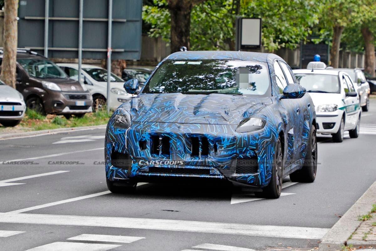 Nuovo Maserati Grecale foto spia Torino