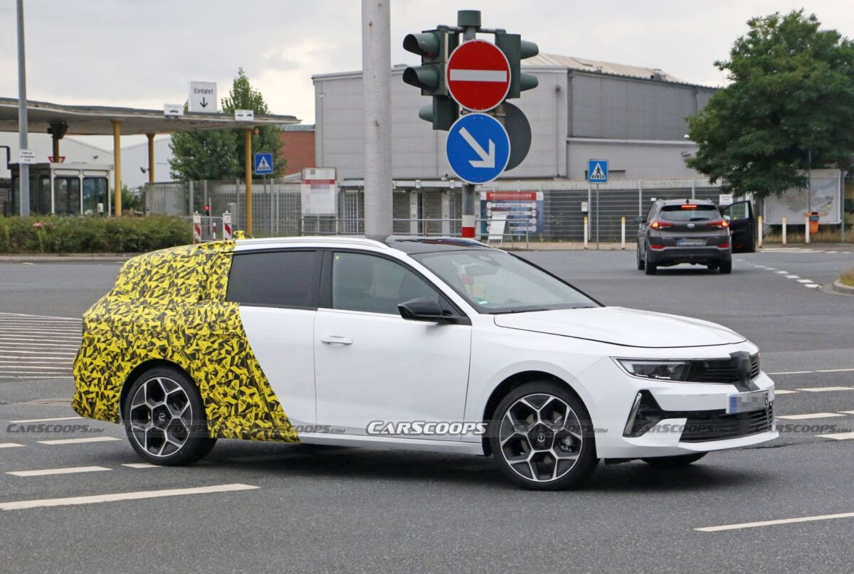Opel Astra Sports Tourer 2022 prime foto spia