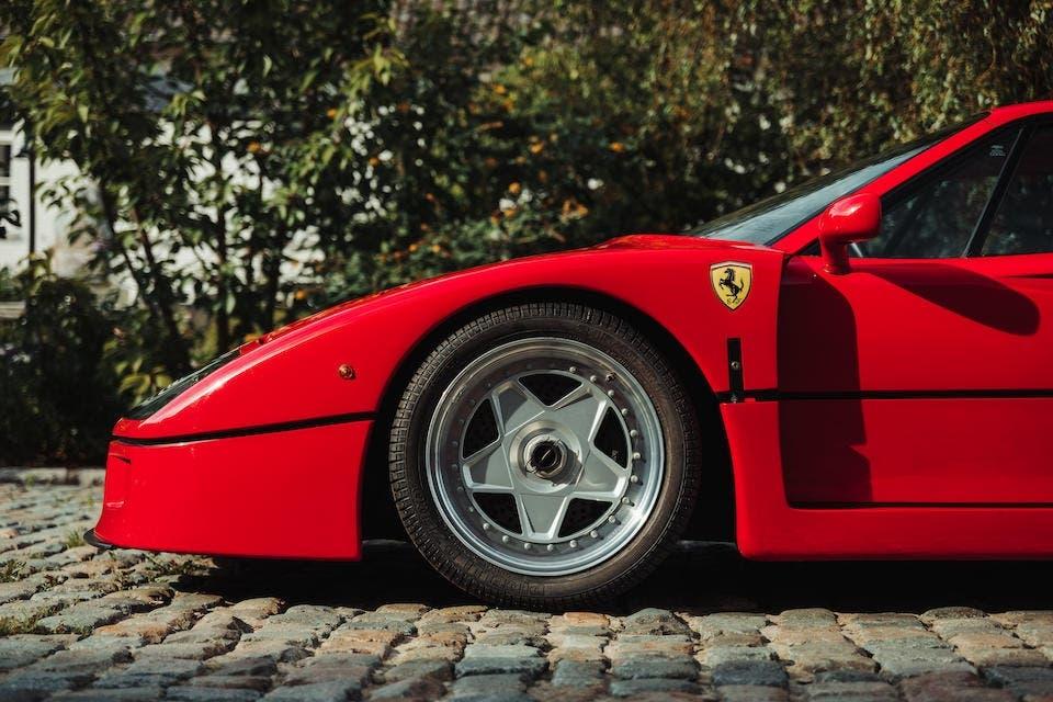 Ferrari F40 1989 30 anni asta