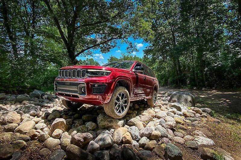 Jeep Grand Cherokee L Wards 10 Best Interiors List 2021
