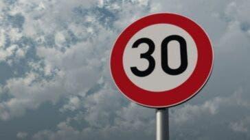 Limite di 30 kmh in centro città